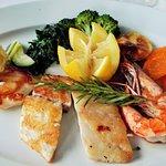 Fischvariation vom Grill, Gemüse und Paste