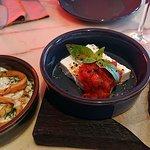 Кальмар фри в соусе дзадзики и Греческий сыр сиртаки с фокаччино и соусом из свежих томатов