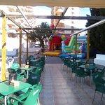 Terraza con espacio infantil