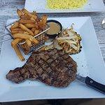 Photo de Dundees Bar & Grill