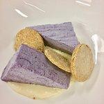 Dessert: Heidelbeerparfait mit Haferkeksen und Milchcreme