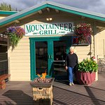 Mountaineer Grill resmi