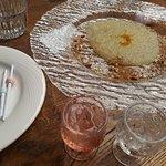 Χαλβάς με ρακί, ζαχαρωτά μαντιναδάκια, λικέρ ρακί με τριαντάφυλλο και λεμονάδα