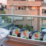 Sushi en un atardecer en el cielo de Granada