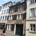 In der Bild-Mitte, das Beethoven Haus.