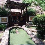 ภาพถ่ายของ Ripley's Davy Crockett Mini Golf