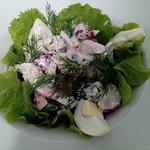 Нежный летний салат с редисом