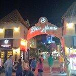 Photo de Paseo Herencia Shopping & Entertainment Center