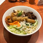 House Special Vermicelli (Grilled Chicken, Pork And Spring Roll)