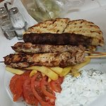 Photo de Dionysios Souvlaki Gyro Shop