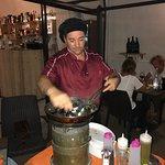 Il nostro chef Luciano Bongiovanni ci coccola con una impepata di cozze eseguita a vista