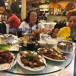 Foto de Hop Woo BBQ & Seafood Restaurant