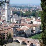 Foto de Piazzale Castel San Pietro