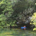Se puede recorrer en kayak o nadando
