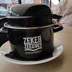 subliem mosselen eten bij De Zeezot