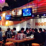 Hooters: Atmosphere
