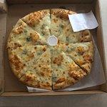 Gorgonzola garlic pizza