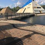 Foto Gold Pyramid House