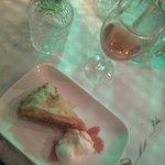 Foto van Maniatis Garden Cafe Bar Restaurant