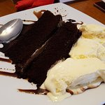 Chocolate Fudge Cake w/ Ice cream