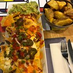 Nachos y patatas gajo