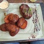 صورة فوتوغرافية لـ Meat & Wine Steak house