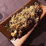 Wok de verduras con arroz integral y pollo.