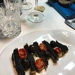 San Pietro in crosta di nero di seppia, con pomodorini e olive
