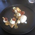 Biscuit à là rhubarbe, crème mascarpone et tuile aux amandes