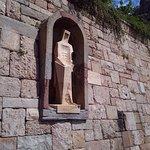 При входе на территорию монастыря Вас встречает Св.Георгий работы Субиракса