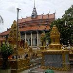 Foto di White Elephant Pagoda (Wat Tahm-rai-saw)