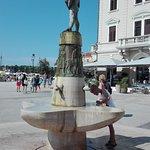 Photo de Fountain on Main Square