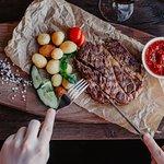 Стейк-рибай и мини-картофель на гарнир