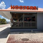 Main entrance to Hooters