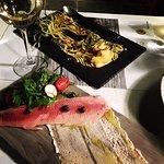 Photo de Cayenne Restaurant Art Gallery