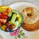 Toasted bagel with fruit