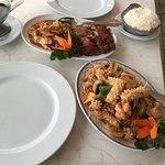 Nudeln a la Seafood und Ente mit Hähnchen.