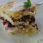 Un dolce con varie consistenze e contrasti con frutti di Bosco (Lamponi coltivati in loco)