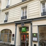 Ibis Styles Paris Cadet Lafayette Photo
