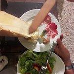 un fromagecoulant et grillé à souhait, une charcuterie excellente
