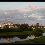 Вид монастыря на рассвете