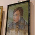 Een tijdelijke tentoonstelling toont werk van Joe English.