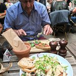 Cæsarsalat og Tærte med salat