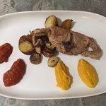 """agneau rôti """"Le Belou"""", confit de tomate et péquillos"""