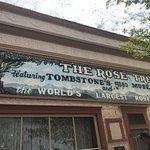 صورة فوتوغرافية لـ Rose Tree Museum and Books