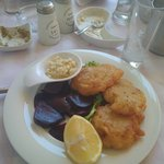 Fried cod with beetroot and garlic sauce