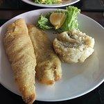Milanesa de pescado con guarnicion