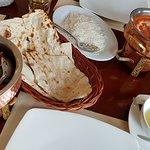 Honey chicken z chlebem naan i chicken makhani z ryżem basmati