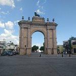 写真Arco Triunfal de la Calzada de los Heroes枚
