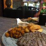 Dog Dragon Grill Restaurant Foto